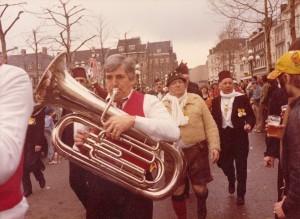 Carnavalsdinsdag prijzenuitreiken met prins-BieslanderMusikanten1974b